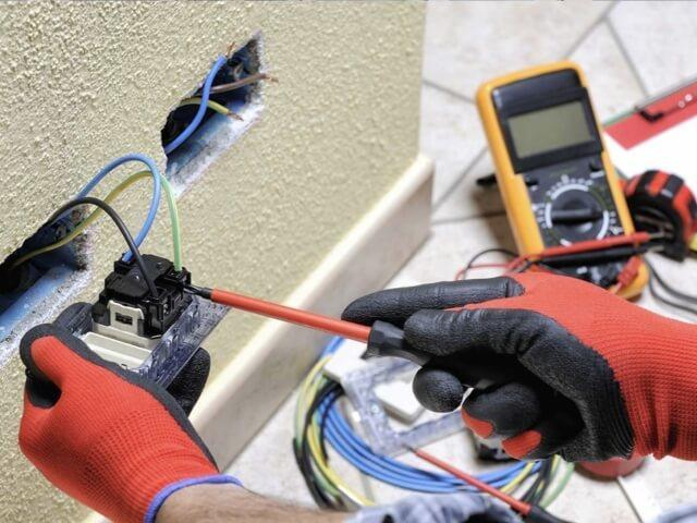 Benefits of Hiring an Electrician